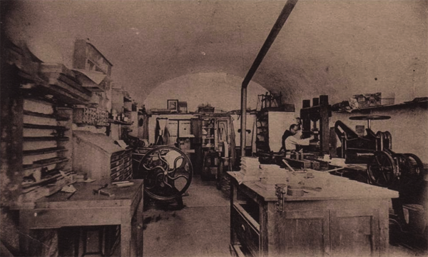 Atelier de Reliure à l'Abbaye Notre-Dame d'Aiguebelle, carte postale ancienne.